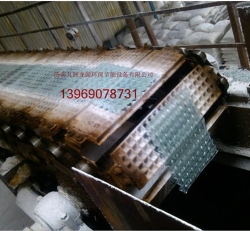 Sodium silicate discharge chain plate forming machine